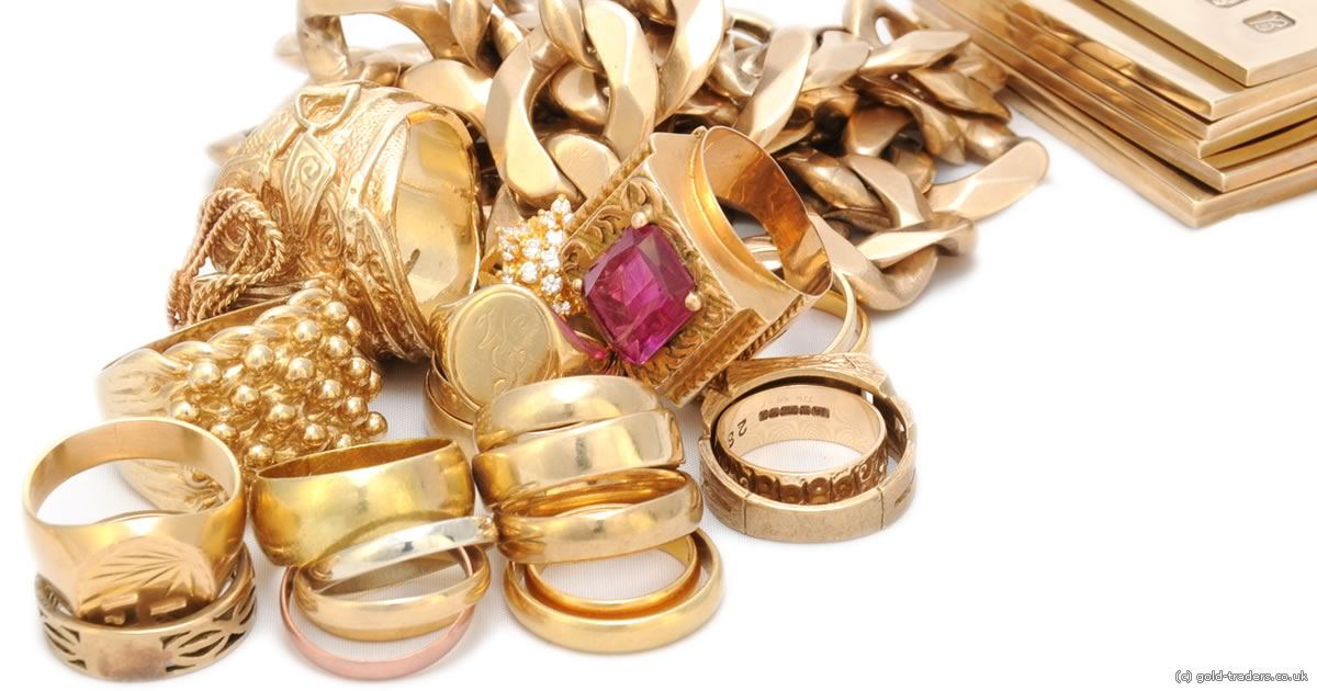 A pile of 9ct gold items